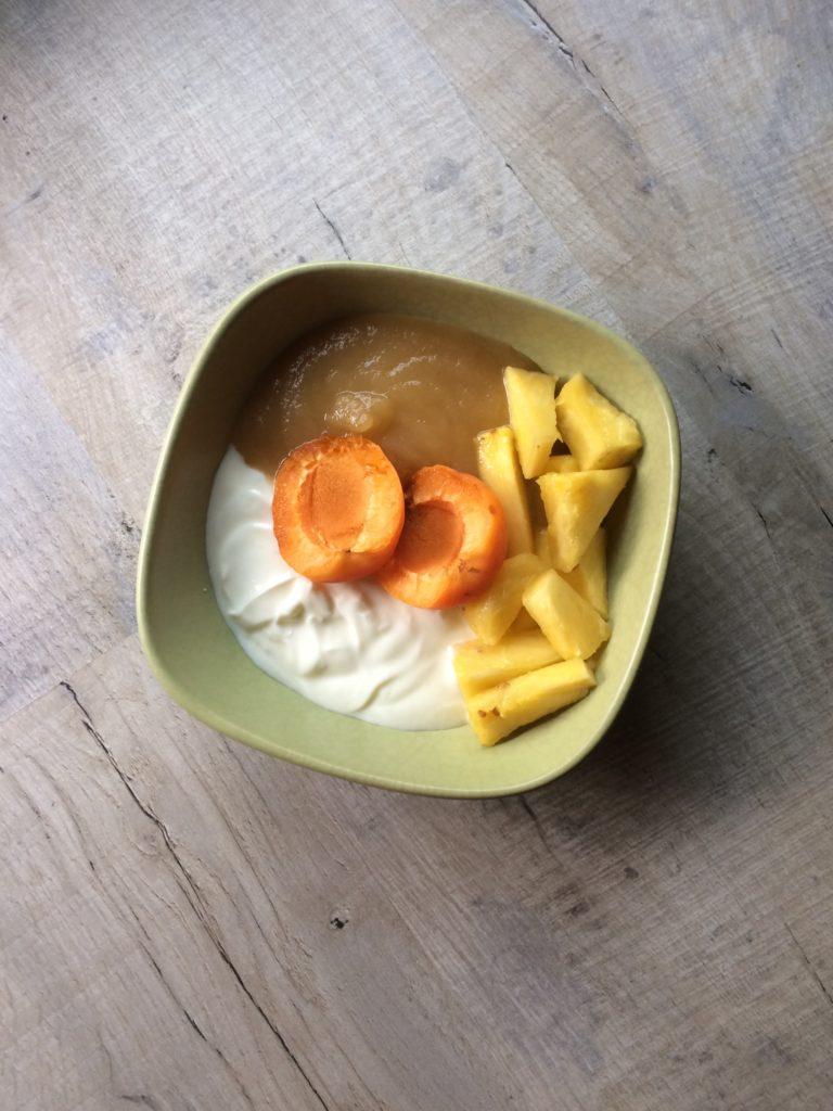 Yaourt, compote, ananas, abricot